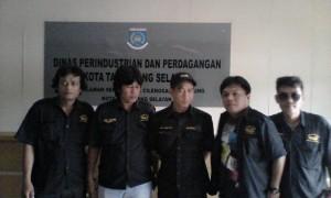 Anggota LSM Gempur saat TM menemui di kantor Disperidag Tangsel