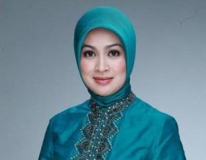 Airin, Walikota Tangsel Ketahuan Bermesraan Dengan Kader PKS