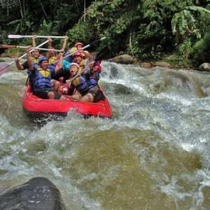 Pacu Adrenalin Anda dengan Arung Jeram di Sungai Ciberang Lebak