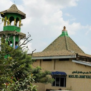 Masjid dengan Arsitektur Menara Pagoda di Tangerang