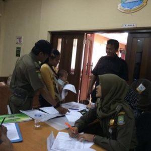 Warga Manfaatkan Pelayanan Akta Keliling di Kecamatan Karawaci