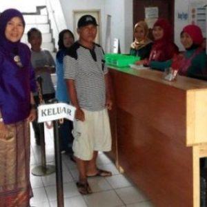 Maknai Kartini, Petugas Puskesmas Berbusana Kebaya-250416