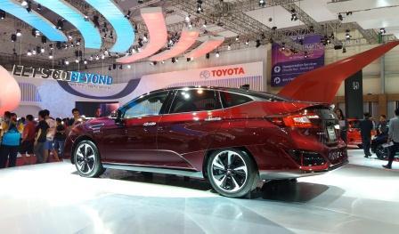 Pameran Mobil GIAAS 2016 Sedot Antusias Keluarga Muda