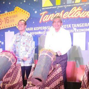 Warman Syanudin, Kadis Koperasi dan UKM Tangsel bersama Dudung E Direja, Ketua Dekopinda Tangsel. Foto: istimewa