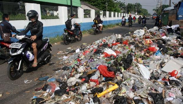 Sampah Masih Menjadi Problem Pemkot Tangsel. Foto: Tempo