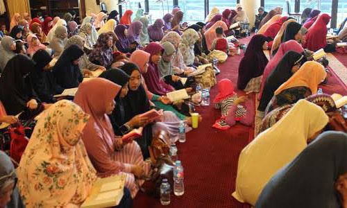Para peserta sedang khusu' tilawah Al quran. Foto: TangselMedia
