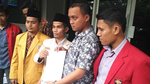 Pedri Kasman beserta rekan AMM. Foto: Suara.com