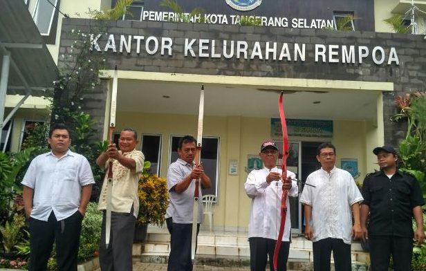 Tingkatkan Kinerja, Pegawai Kelurahan Rempoa Dibekali Panahan