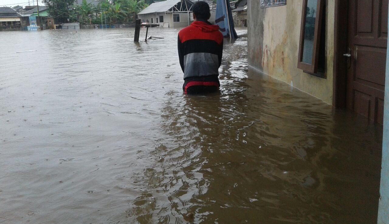 Terus Diguyur Hujan, Sebagian Wilayah Tangsel Mulai Banjir