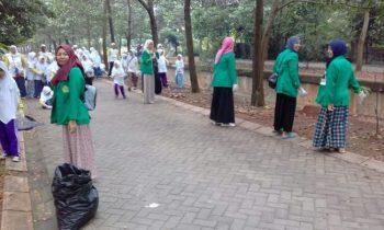 Dalam Rangka HPSN, Komunitas dan Mahasiswa Bebersih Danau Situ Gintung