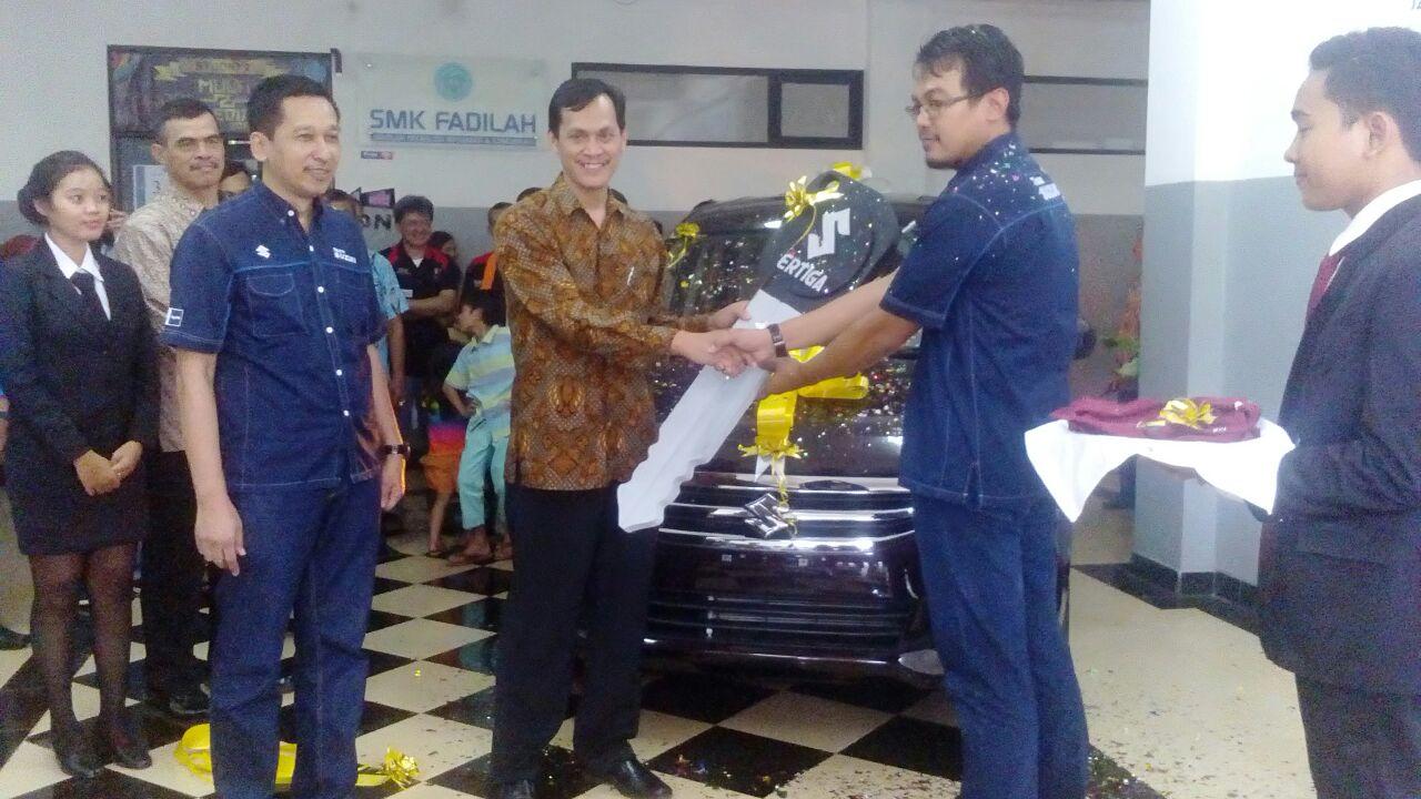 Bentuk Komitmen CSR, Suzuki Donasikan 1 Unit New Ertiga ke SMK Fadillah Pondok Aren
