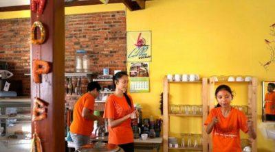 Fingertalk Cafe, Layani Pengunjung dengan Isyarat Tangan