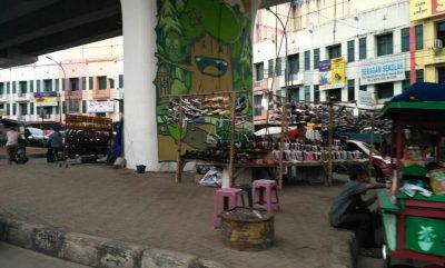 Jalan Raya dan Bawah Jalan Fly Over Ciputat, Masih Saja Dipakai Berjualan Kaki Lima