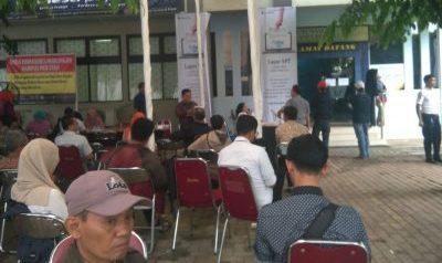 Hari Terakhir Penyetoran SPT, Warga Tangsel Padati KPP Pratama Pondok Aren