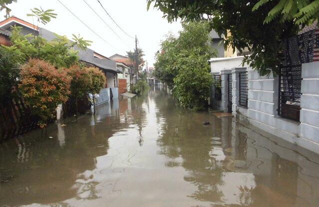 Hujan Deras Selama 2 Jam, Perumahan Ciputat Baru Kembali Dilanda Banjir