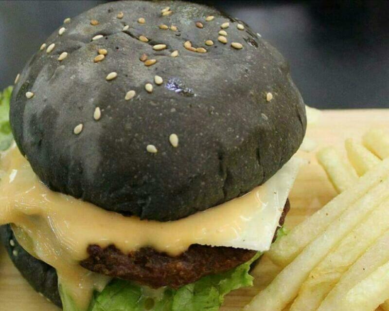 Burger Hitam ala SESIL® Burger, Rasanya Ngangenin