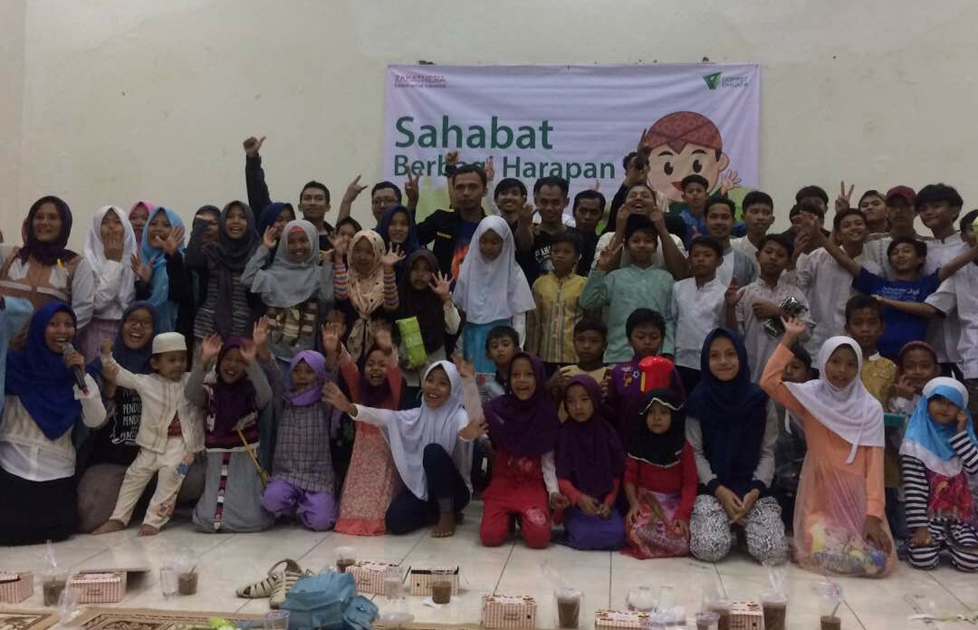 'Sahabat Berbagi Harapan' Menebar Keceriaan dan Inspirasi Bersama Adik-adik Pemulung