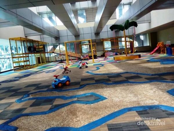 Weekend Bareng Anak Tersayang di Perpustakaan Umum Daerah Cikini Jakarta