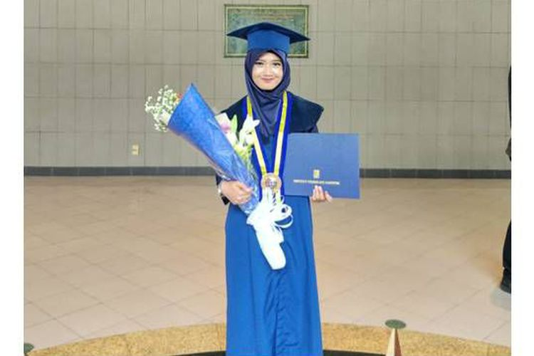 "Anak Pengayuh Becak Lulus ITB (Institut Teknologi Bandung) Dengan Predikat ""Cum Laude"""