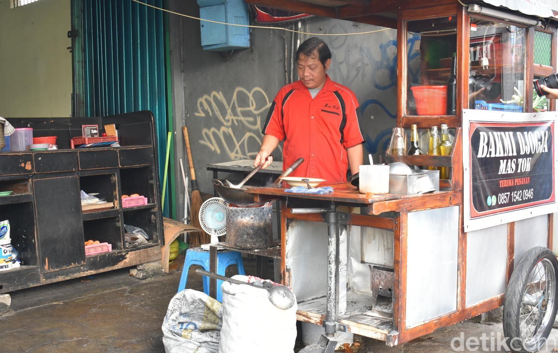 Jakarta Rasa Jogja, Mie Godog 'Mas Tok' yang Masih Dimasak dengan Api Arang