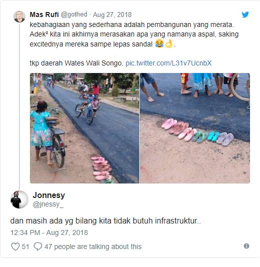 Foto Anak-anak Lepas Sandal dan Main di Jalan Aspal Baru Menjadi Viral