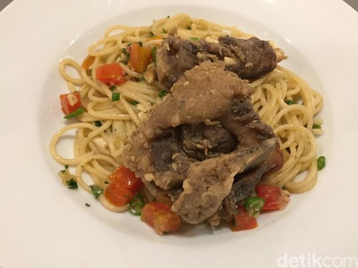 Resto Tigapuluh: Nikmatnya Makan Spaghetti Buntuk Goreng Yang Pedas Renyah