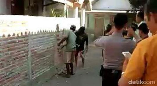 Pagar Tembok Yang Memblokade Rumah Khotijah Akhirnya Dibuka