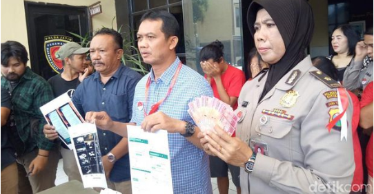 Tega Jual Beli Anak Lewat Media Sosial di Surabaya