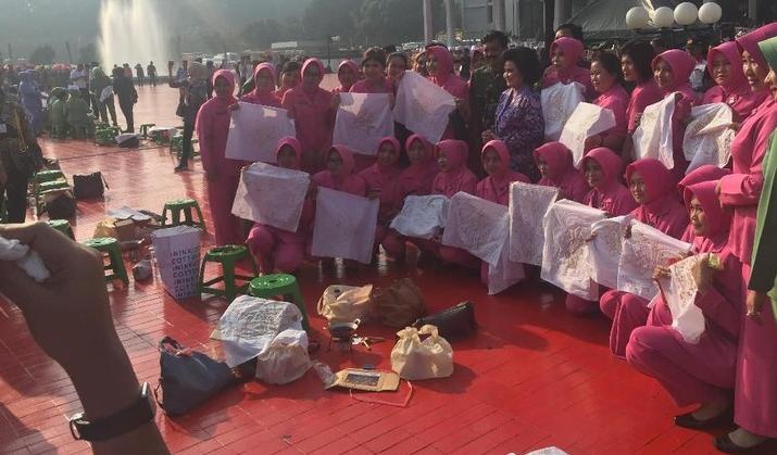 Memperingati HUT TNI ke-73, TNI Pecahkan Rekor MURI Membatik dengan Canting