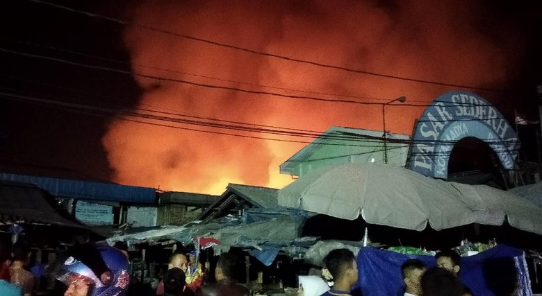 Kebakaran Pasar Sederhana di Kota Bandung, 5 Pemadam Kebakaran Merapat