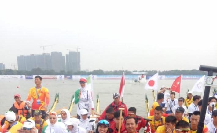 Tim Perahu Naga Indonesia Meraih Emas Kejuaraan Asia di China