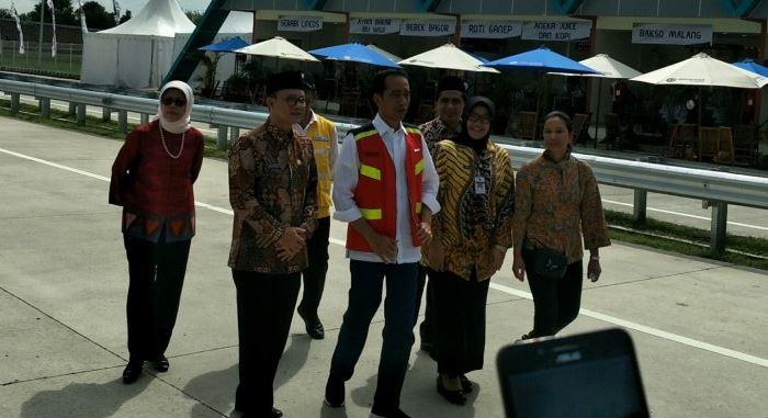 Presiden Jokowi Meresmikan Pengoperasian Tol Sragen-Ngawi