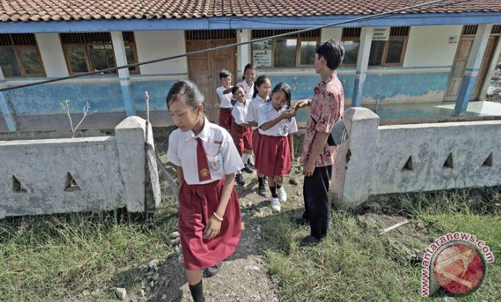 PGRI Sintang: Pemerintah Carikan Solusi Guru Honor Daerah Terpencil