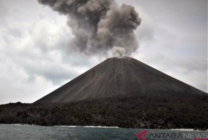Badan Geologi Mengecek Aktivitas Vulkatik Gunung Anak Krakatau