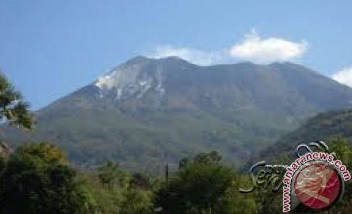 Petugas Mentetapkan Status Waspada Pada Gunung Lewotolok Lembata