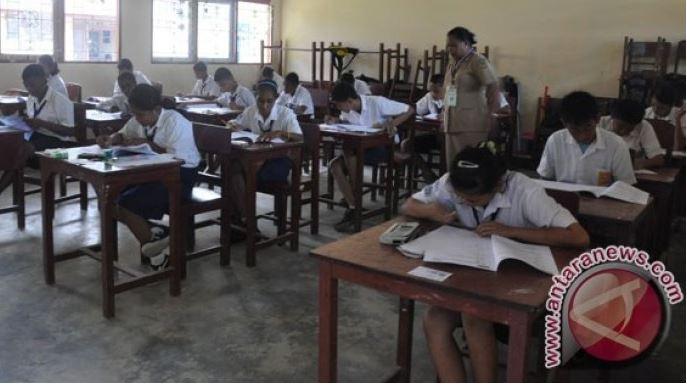 Guru SMKN Serui Papua Mogok Mengajar