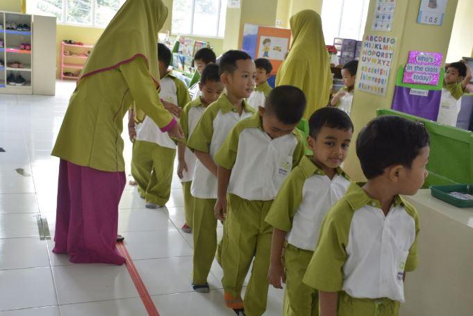 """""""Asyiknya Belajar Tata Tertib Di KB-TKIT Auliya"""""""