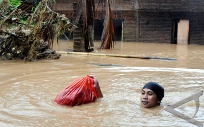 Ratusan Anak Korban Banjir Gowa Mendapatkan Bantuan Pemulihan