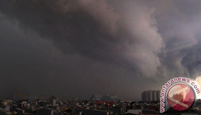 BMKG: Jakarta Hujan Dan Disertai Petir