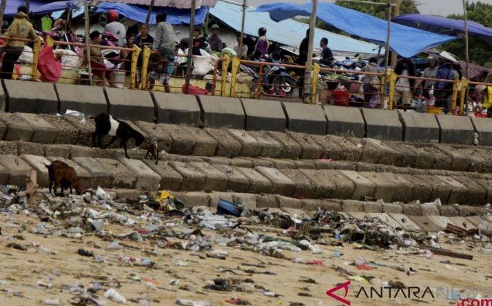 Tempat Sampah Wajib Disediakan Pelaku Usaha Di Kupang-NTT