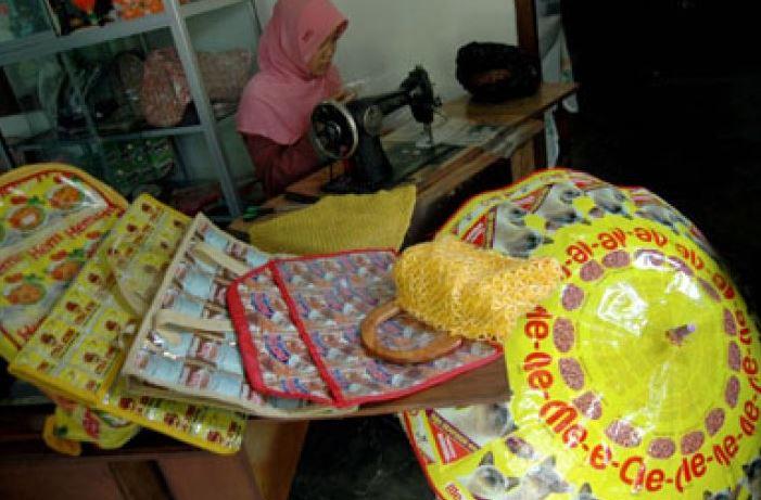 Warga Magelang-Jawa Tengah Diajak Mengurangi Sampah Plastik