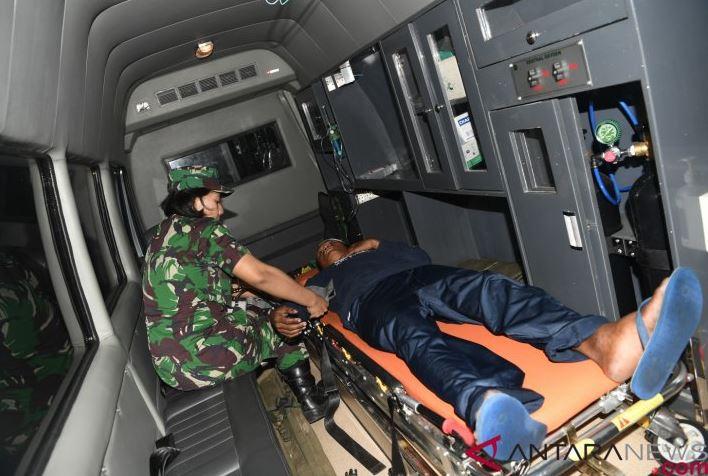 Prajurit TNI Membangun Hunian Sementara Korban Tsunami