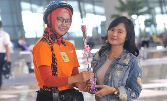 Bandara Soekarna-Hatta berikan Kejutan Kepada Penumpang Pada Valentine 2019