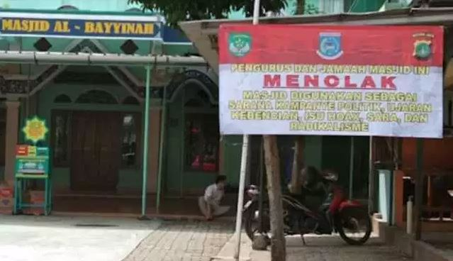 DKM Masjid Al-Bayyinah Serpong Park Mencopot Spanduk Provokatif