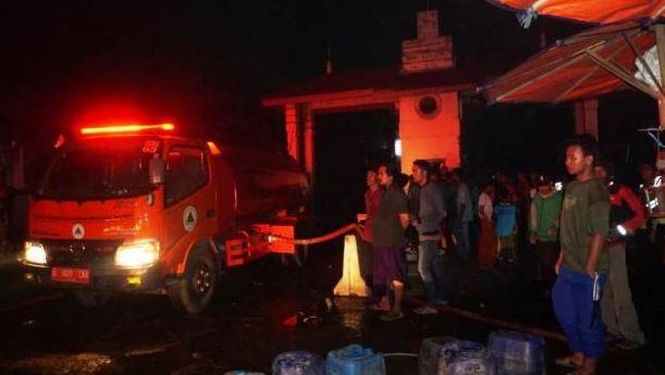 85 Petugas Berhasil Menjinakan Kebakaran Luar Biasa Di Pasar Anyar