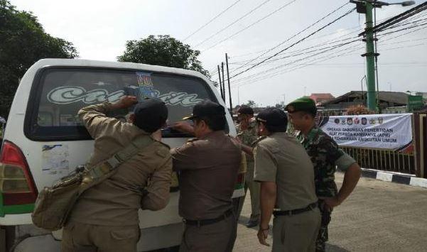 Sopir Angkot Di Balaraja Hampir Menabrak Petugas Karena DikiraAda Razia