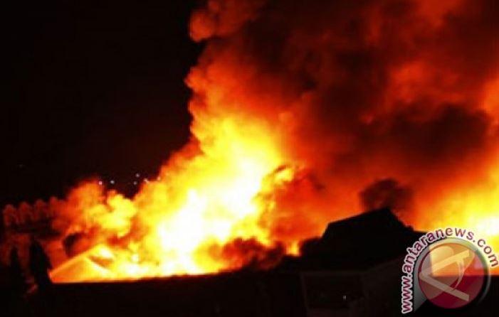 Kebakaran Toko Bangunan Di Cilandak