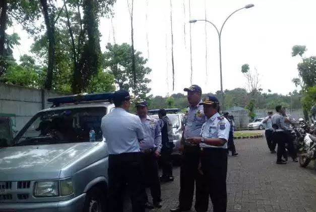 Dishub Tangerang Selatan Melakukan Operasi Penindakan Terhadap Mobil Barang Dan Angkutan Umum