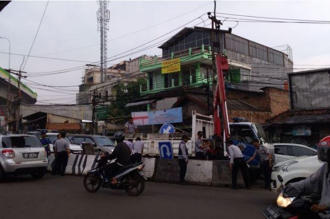 Suasana Lalu Lintas Selama Jalan Bhayangkara Serpong Ditutup Untuk Acara MTQ Ke-10 Tangsel