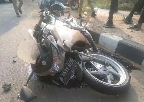 Pengendara Sepeda Motor CBR Tewas Hantam Trotoar Di Tangsel